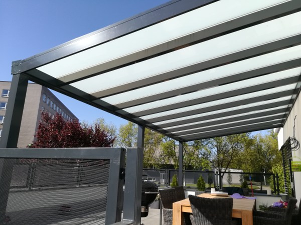 Pergola antracit RAL 7016 700 x 400 cm provedení DELUXE